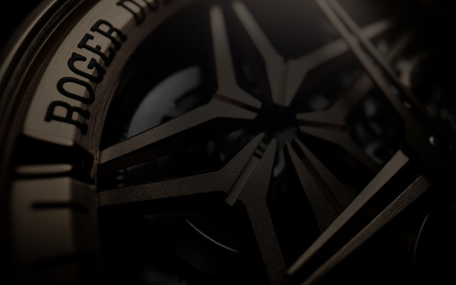 Roger Dubuis Manufacture exclusive caliber detail header