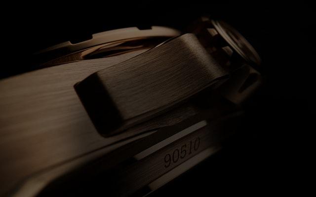 Roger Dubuis Excalibur collection gold case detail