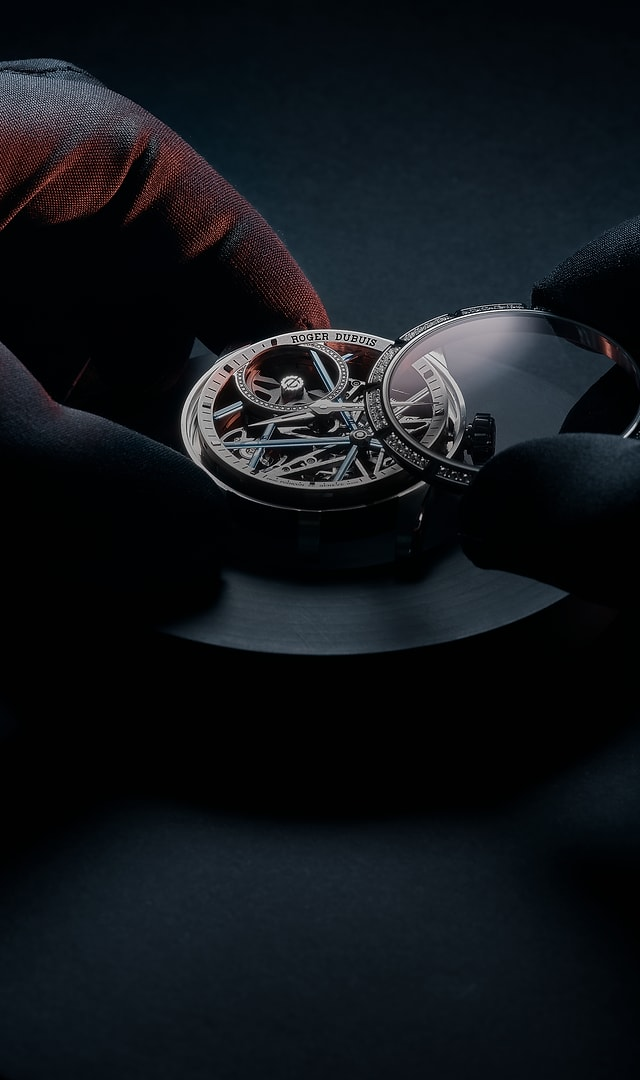 Roger Dubuis services & price caliber being serviced header