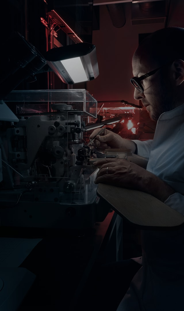 Roger Dubuis our commitment manufacture at work